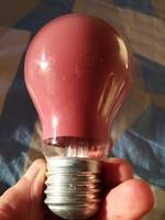 Retro piros villanykörte,villanyégő működik.