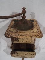 Fém kávédaráló - rettenetes régi -  Osztrák - 18 x 14 x 14 cm - kar 15 cm