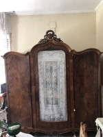 Antik ruhás szekrény