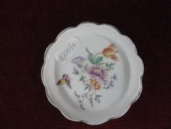 Aquincumi porcelán mini ékszertartó, színes virágcsokor és lepke motívummal.