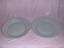 Retro fehér porcelán kínáló párban (afp)