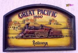 Antik festett reklámtábla domborműves faragvánnyal, Great Pacific Railways 1850, keretezve.