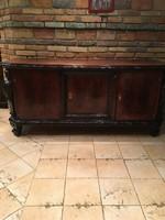 Neobarokk garnitúra: 3komód,vitrin, étkezőasztal+6szék, 2 karfás-szék