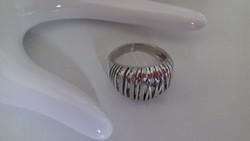 Vastag,dekoratív,modern fazonú ezüst gyűrű