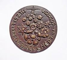 Tiszta virágos Debrecenért 1975, jelzett bronz plakett