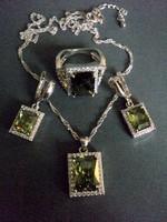 Gyönyörű zöld cirkon köves ezüstözött ékszer szett