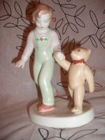 Aquincumi kislány hímzett nadrágban, mackójával