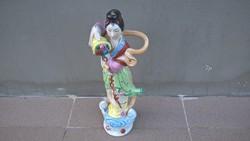 Gyönyörű kínai porcelán szobor
