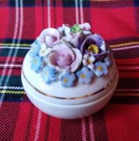 Gyönyörű antik virágos ékszeres dobozka