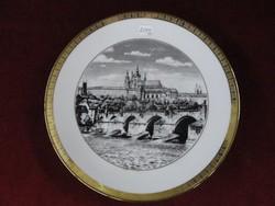 Carlsbad Bohémia Csehszlovák dísztányér, prágai vár látképpel, arany szegélyes.
