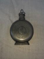 Antik ón flaska 1895 ös évszámmal.