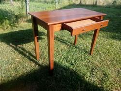 Tiszta fa asztal egy fiókkal - íróasztal - pipere asztal vagy kis konyhai