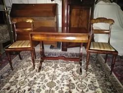 Antik íróasztal 2 db ajándék biedermeier székkel