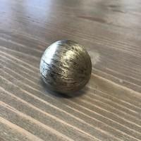 Régi ezüst gyűrű selyemfényű csiszolású félgömb díszítéssel
