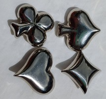 Káró, kőr, treff és szív alakú gombok