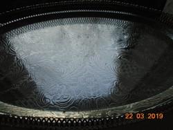 Monumentális ovális cizellált virágmintás 4 lábas asztalközép-39x25x7,5 cm