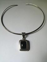 Méretes ónix köves ezüst medál merev ezüst lánccal 20 gr.