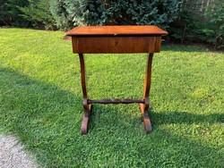 Antik Biedermeier varróasztal vagy írógépasztal osztott fiókkal