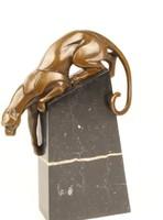 Lefelé mászó párduc-puma bronzszobor
