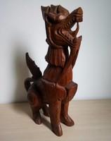 Nagyméretű, faragott kínai sárkány szobor
