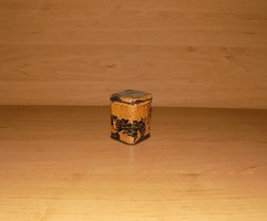 Régi fém teás doboz 4*4*6 cm (1/p)