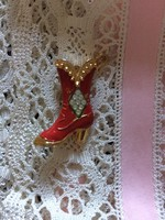 Brooch, badge - red - gold color, stony
