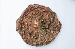Szecessziós bronz színű öntöttvas falidísz - falitányér, falitál, hölgy virágok között