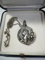 Antik ezüst medál nyaklánccal