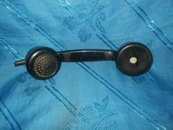 Régi tárcsás telefon beszélő