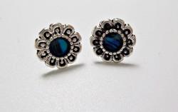 Virágos ezüst fülbevaló kék abalone díszítéssel