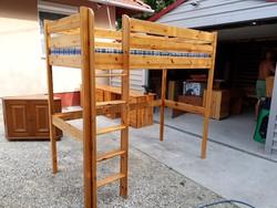 Eladó egy FLEXA  emelt gyerekágy matraccal. Bútor szép  állapotú .  Külső Méretei: 208cm x 98cm x 19