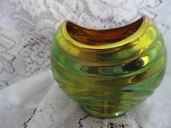 Zsolnay eozin mázas váza, arany/zöld a domináns szín, Mérete 10 x 11 cm.