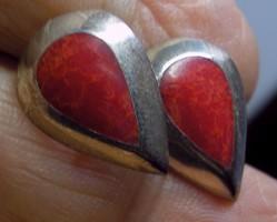 925 ezüst fülbevaló Vörös korallal, fenekelt befoglalással