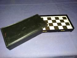 Régi kedves úti társunk mágneses sakk hiánytalan bőrtokban a képen látható állapotban