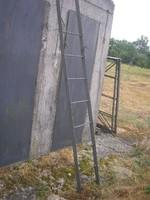 Építkezéshez ,Parasztházba is Régi vaslétra festett 3-fm-es kibújóval kb:35 kg-os