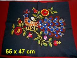 Kézzel hímzett páva és virág mintás díszpárna huzat vagy falikép alap 55 x 47 cm