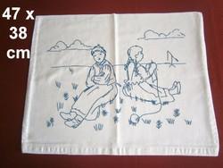 Kézzel szálöltéssel hímzett kislány és kisfiú mintás díszpárna huzat, párnahuzat 47 x 38 cm