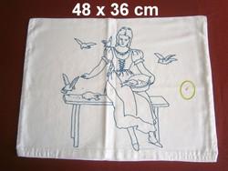 Kézzel szálöltéssel hímzett Hamupipőke mintás díszpárna huzat, párnahuzat 48 x 36 cm