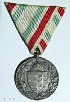 Magyar Háborús Emlékérem 1914-1918 Kardok és sisak nélkül eredeti szalagon , bronz beütő a fülnél