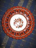 Csipkés kerámia tál, tányér, 18cm (59) Középen kigyó minta fut körbe.