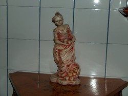 Régi festett szobor, almaszedő nő, igen dekoratív, szép szobor