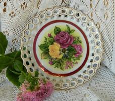 Különleges virágos áttört mintás porcelán asztalközép, kínáló