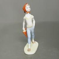 Sétáló esernyős kislány Aquincumi porcelán figura (807)