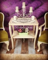 Vintage, antikolt asztal.