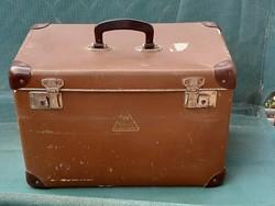 Kis koffer, táska