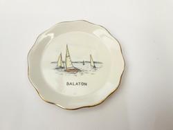 Aquincum Balatoni emlék szuvenír tálka vitorlás hajókkal - magyar nyaralási emlék, turizmus, turista