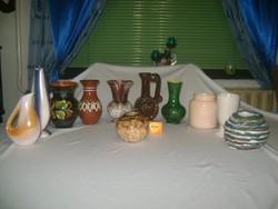 Tizenegy darab kerámia váza - csomagban