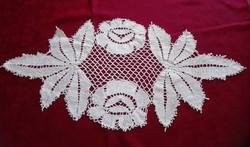 Különleges, hófehér csipke terítő, 60 x 29 cm