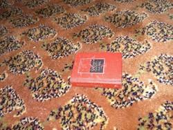 Mini könyv, kis méretű kötet kemény kötésben, miniatűr olvasnivaló