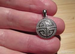 Keleti hatású kerek ezüst medál tele cirkóniával - új ékszer